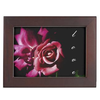 Boîte À Souvenirs Roses roses foncés dans les ombres