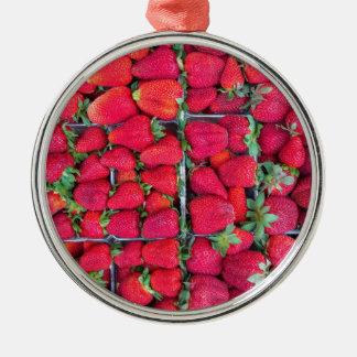 Boîtes remplies de fraises rouges ornement rond argenté