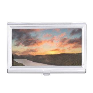 Boîtier Pour Cartes De Visite Lever de soleil vif au-dessus du lac des nuages en