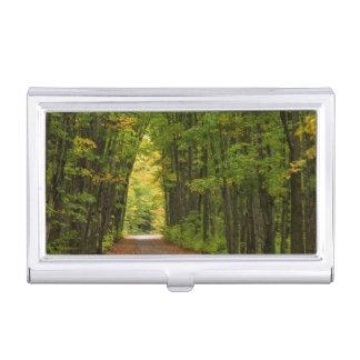 Boîtier Pour Cartes De Visite Lumière à l'extrémité d'un tunnel des arbres