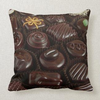 Bonbons au chocolat sur le carreau coussin