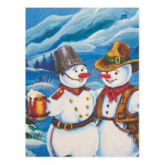 Bonhomme de neige de cowboy avec de la bière carte postale