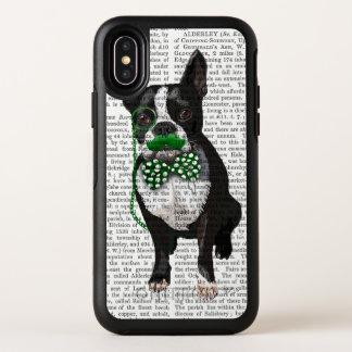 Boston Terrier avec la moustache verte et tacheté