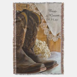 Bottes de cowboy et jet de mariage campagnard de couvre pied de lit