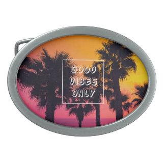 Boucles De Ceinture Ovales Coucher du soleil tropical de paumes de plage de