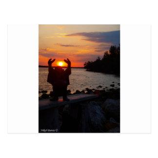Bouddha dans le coucher du soleil carte postale