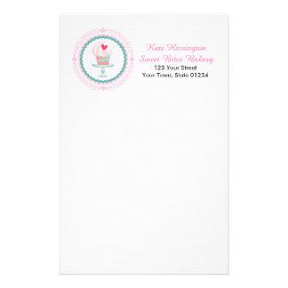 Boulangerie rose de petit gâteau papier à lettre personnalisable