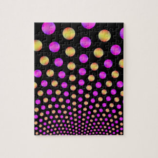 Boules roses et jaunes sur le puzzle noir