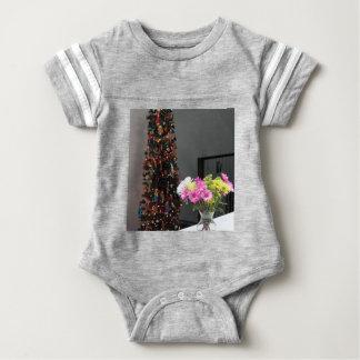 Bouquet de fleur et arbre de Noël colorés Body