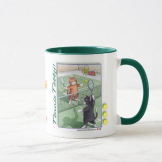 Bourgeon de chats tigrés de tennis et tasse