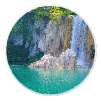 Bouton De Porte En Céramique Cascade en parc national de Plitvice en Croatie