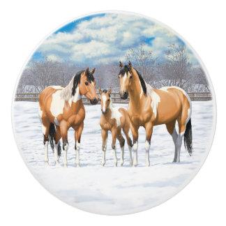 Bouton De Porte En Céramique Chevaux de peinture de peau de daim dans la neige