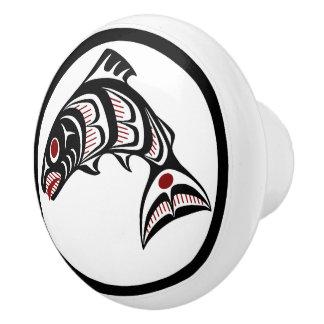 Bouton De Porte En Céramique Saumon du nord-ouest d'art de Haida de Côte