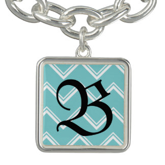 Bracelet initial de charme de Chevron d'Aqua