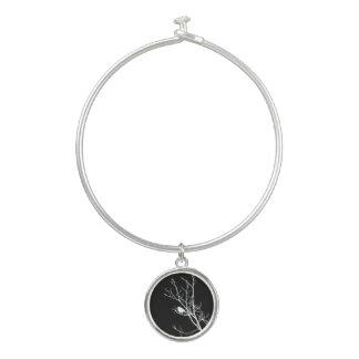 Bracelet Rigide Blanc sur la silhouette noire d'oiseau -