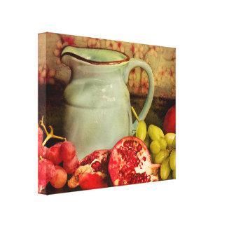 Broc et fruit enveloppés de toile