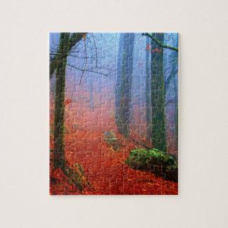 Brouillard peint de bleu d'automne de forêt puzzle