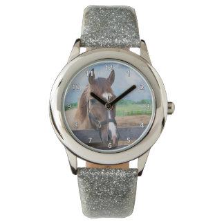 Bruin Paard met Halter Horloge