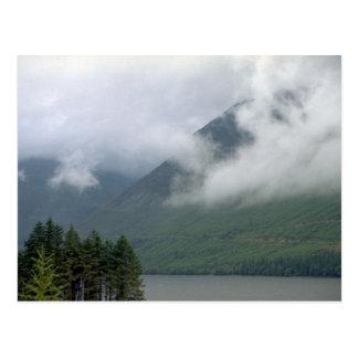 Brume au-dessus de Loch Ness, Ecosse du nord Carte Postale
