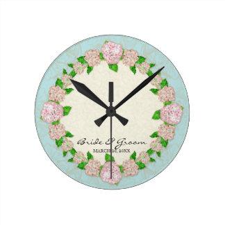 Cadeau de mariage formel floral de dentelle rose horloge ronde