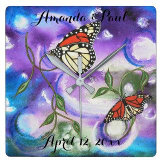 Cadeaux abstraits de maison de mariage de papillon horloge carrée