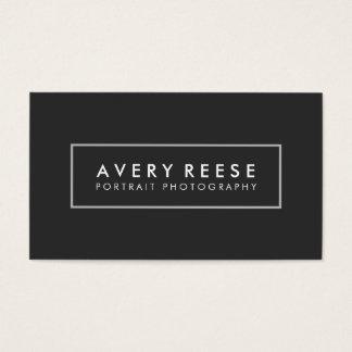 Cadre moderne professionnel noir simple de carte de visite standard