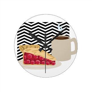 Café et tarte aux cerises horloge ronde