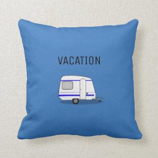Camping moderne d'aventure de caravane de vacances coussin