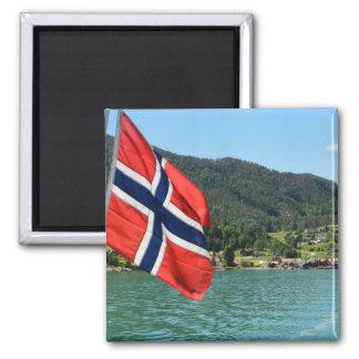 Car-ferry dans l'aimant de la Norvège Magnet Carré
