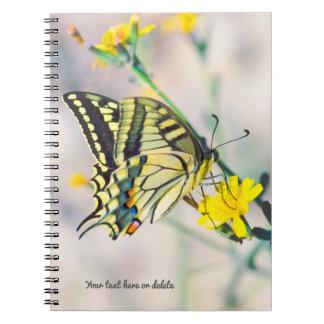 Carnet Beau papillon et petites fleurs jaunes