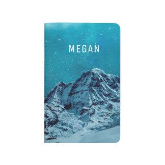 Carnet De Poche Montagnes couronnées de neige au nom customisé par