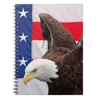 Carnet Eagle chauve avec le drapeau américain