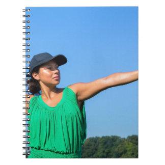 Carnet Femme avec de gant et de casquette le base-ball de