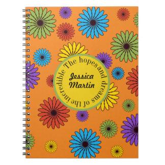 Carnet Floral coloré sur des espoirs oranges et des rêves