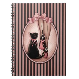 Carnet Jeune femme élégante et chat noir