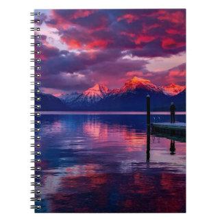 Carnet Lac McDonald, ciel de rouge de parc national de