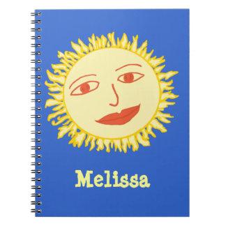 Carnet Les enfants Sun de sourire et le bleu ajoutent le