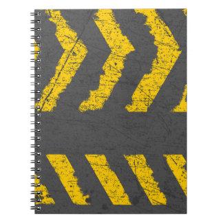 Carnet Marquage routier jaune affligé par grunge