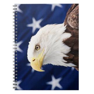 Carnet Portrait d'un aigle chauve avec le drapeau