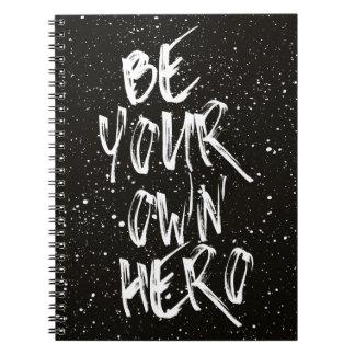 Carnet Soyez votre propre citation (noire) de héros