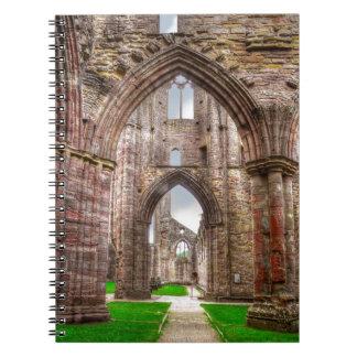 Carnet Vue intérieure d'abbaye antique Pays de Galles,