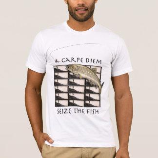 Carpe Diem saisissent le T-shirt de poissons