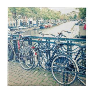 Carreau Canal et bicyclettes d'Amsterdam