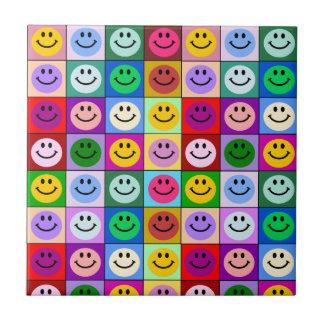 Carreau Carrés souriants de visage d'arc-en-ciel