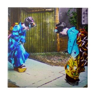 Carreau Deux geisha le salutation des autres kimonos