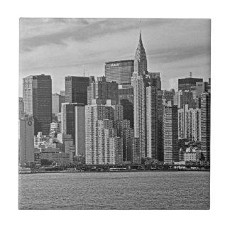 Carreau Horizon de New York City de l'East River B&W