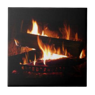 Carreau Photographie chaude de scène d'hiver de cheminée