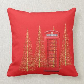 Carreau rouge d'arbres d'or de cabine téléphonique coussin