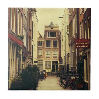 Carreau Rue confortable à Amsterdam, rétros couleurs
