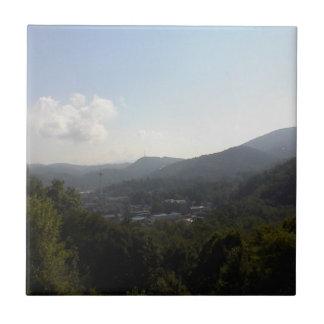Carreau Tuile fumeuse 2 de trépied de montagnes